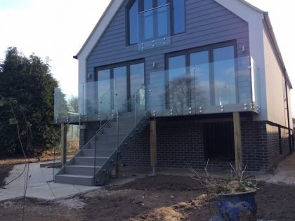 a complete decking and balustrade balcony solution 23
